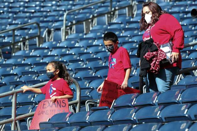 Houston Texans fans arrives to the stadium to watch the teams warm up before an NFL football game against the Indianapolis Colts at NRG Stadium on Sunday, Dec. 6, 2020, in Houston. Photo: Brett Coomer, Staff Photographer / © 2020 Houston Chronicle