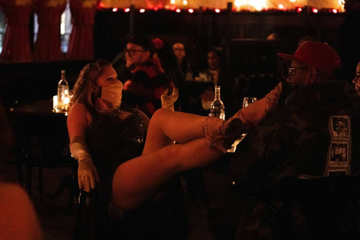 Stars and Garters Burlesque pledges to donate all tips made from the evening to the family of the late artist.