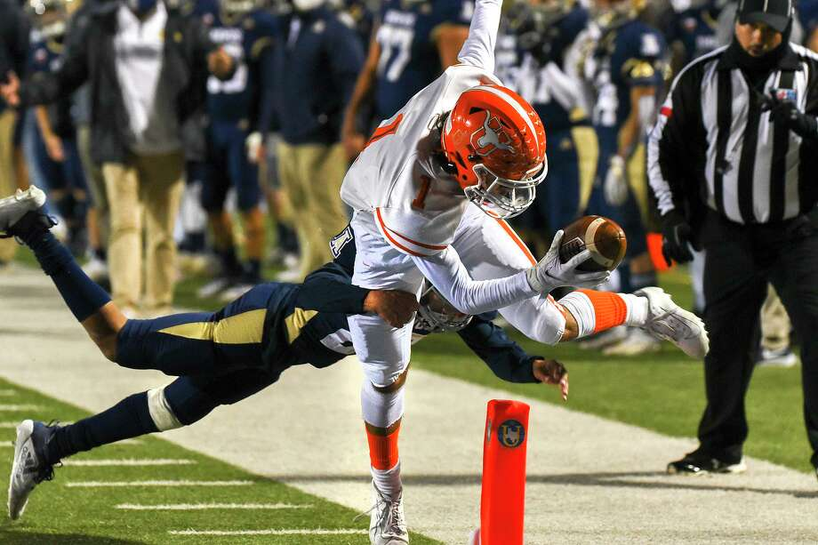 The United Longhorns are set to host San Antonio Stevens at 7 p.m. Friday for their first round playoff matchup. Photo: Danny Zaragoza /Laredo Morning Times