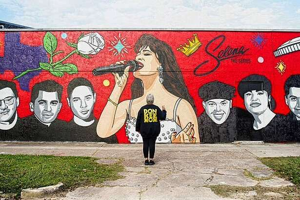Donkeemom poses in front of her new mural paying tribute to Selena: The Series.