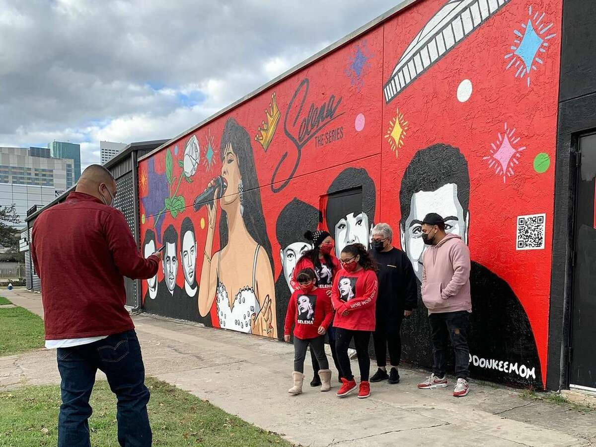 People are stopping by to take photos with Donkeemom's newest mural honoring Selena: The Series.