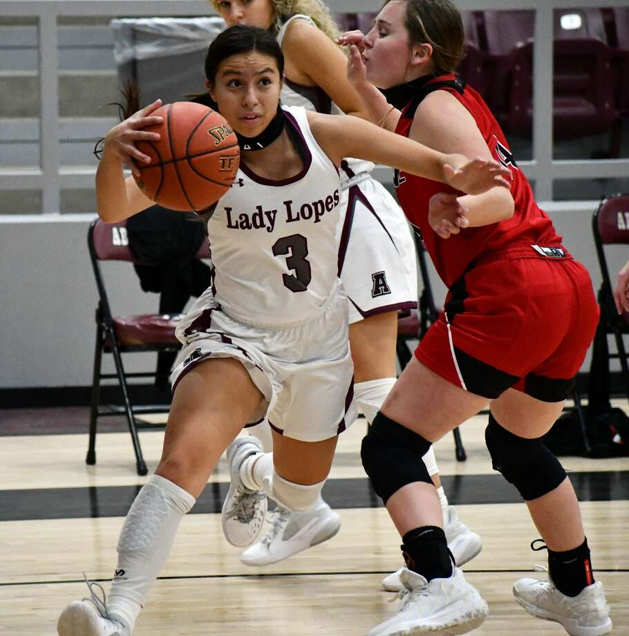 Abernathy's Leah Villareal slips past a New Home defender during their non-district girls basketball game on Dec. 5, 2020 at Abernathy High School. Photo: Nathan Giese/Planview Herald