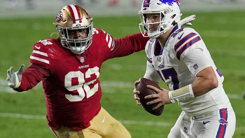 Does 49ers' Shanahan see shades of Mahomes or Elway in Fields or Lance?