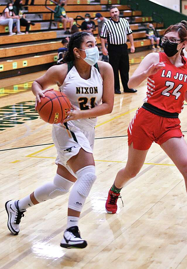 Carolina Manzo and Nixon host rival Martin at 6 p.m. in their final tune-up game before district play. Photo: Cuate Santos / Laredo Morning Times / Laredo Morning Times