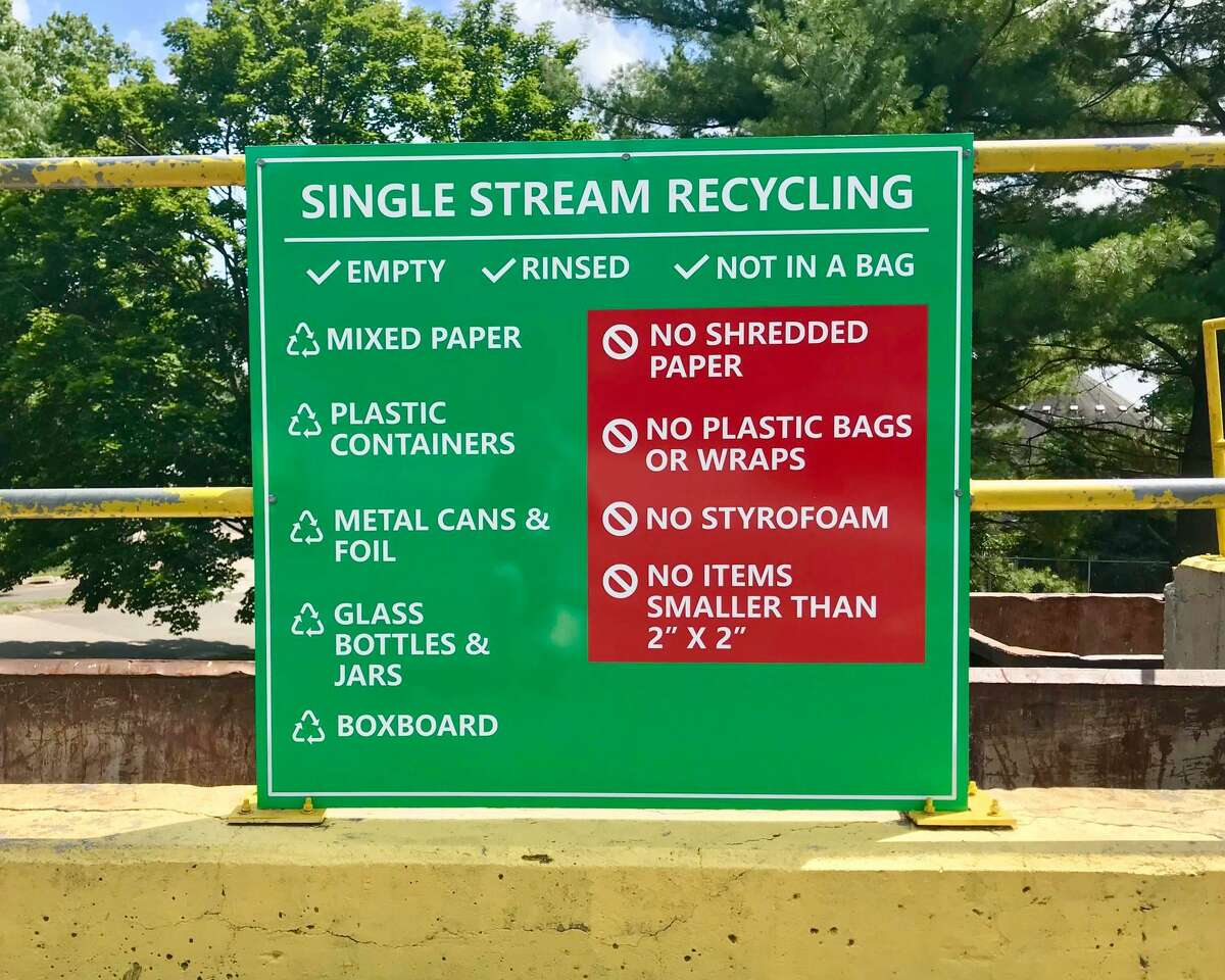 The single stream recycling sign at the Darien Refuse and Recycling Center.