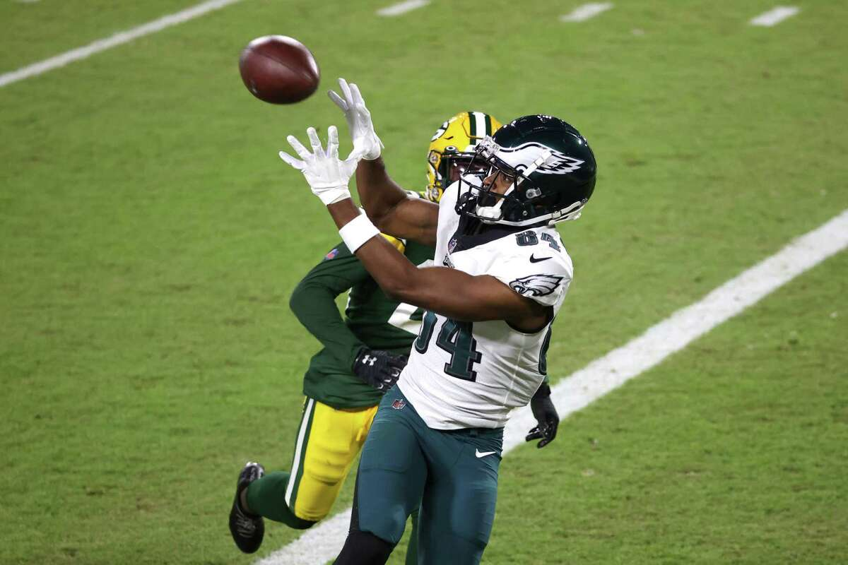 UH alum Greg Ward pulls in a touchdown pass from Channelview graduate Jalen Hurts during the Eagles' loss to the Packers.