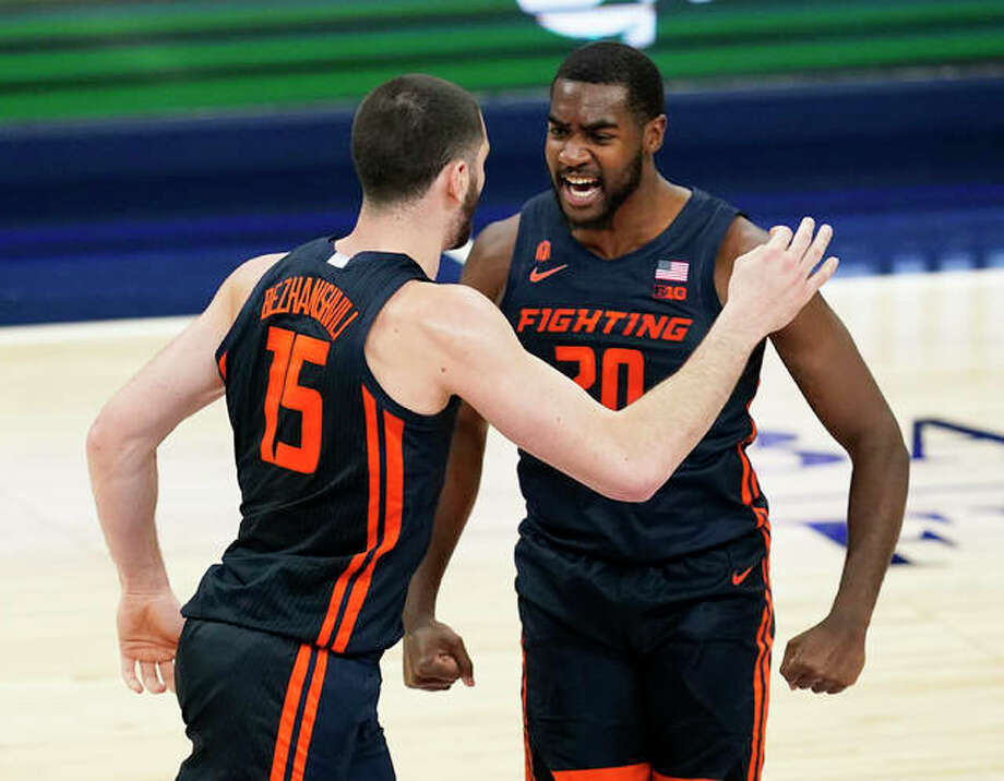 Illinois' Giorgi Bezhanishvili (15) celebrates with teammate Da'Monte Williams after Bezhanishvili hit a 3-pointer against Baylor on Dec. 2 in Indianapolis. Photo: Associated Press