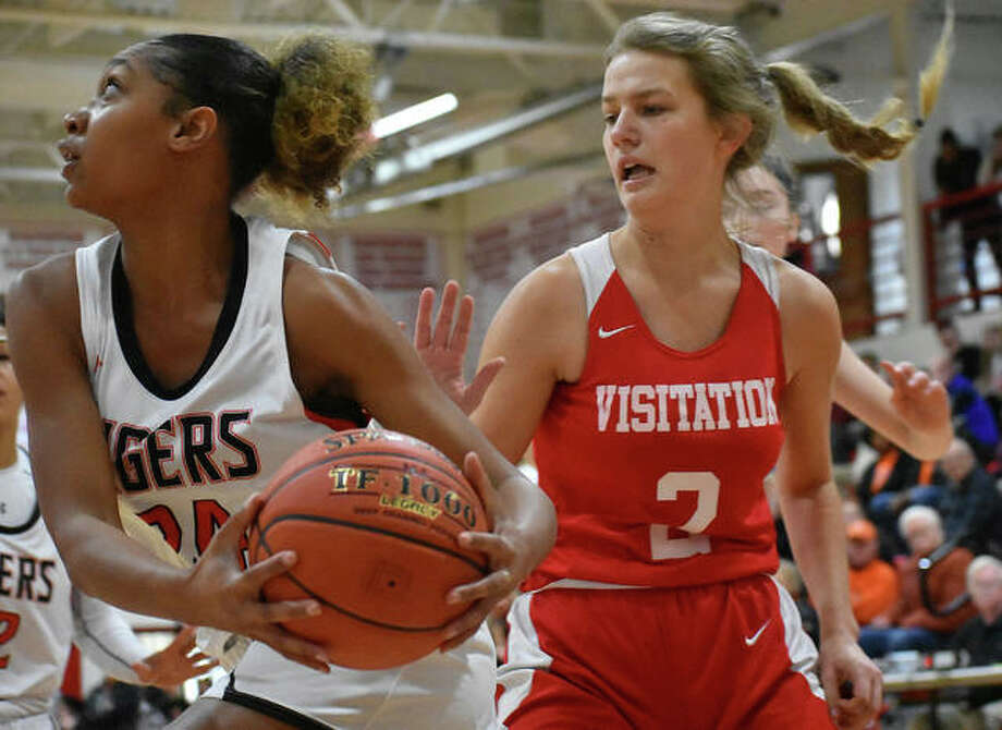 Edwardsville forward Ariana Bennett prepares to attempt a reverse layup in the first half against Visitation at the Visitation Christmas Tournament last year in St. Louis. Photo: Matt Kamp|The Intelligencer