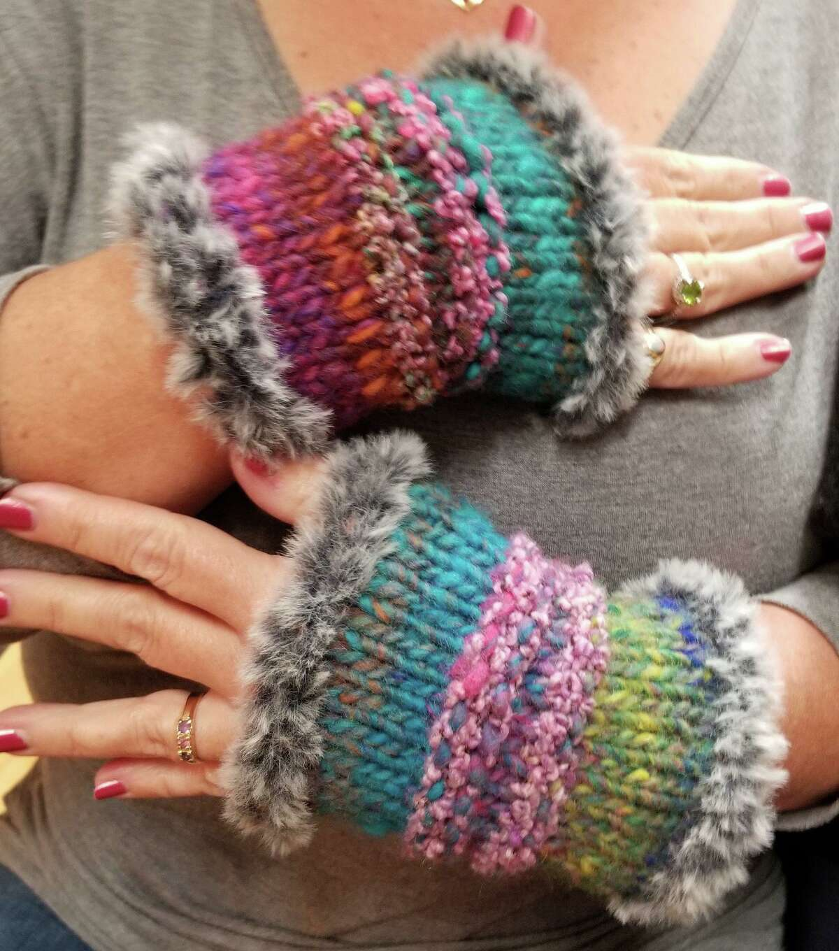 It's time for quick knits for gift giving, and In Sheep's Clothing's exclusive Ragamuffin Mitts is even more popular than ever.