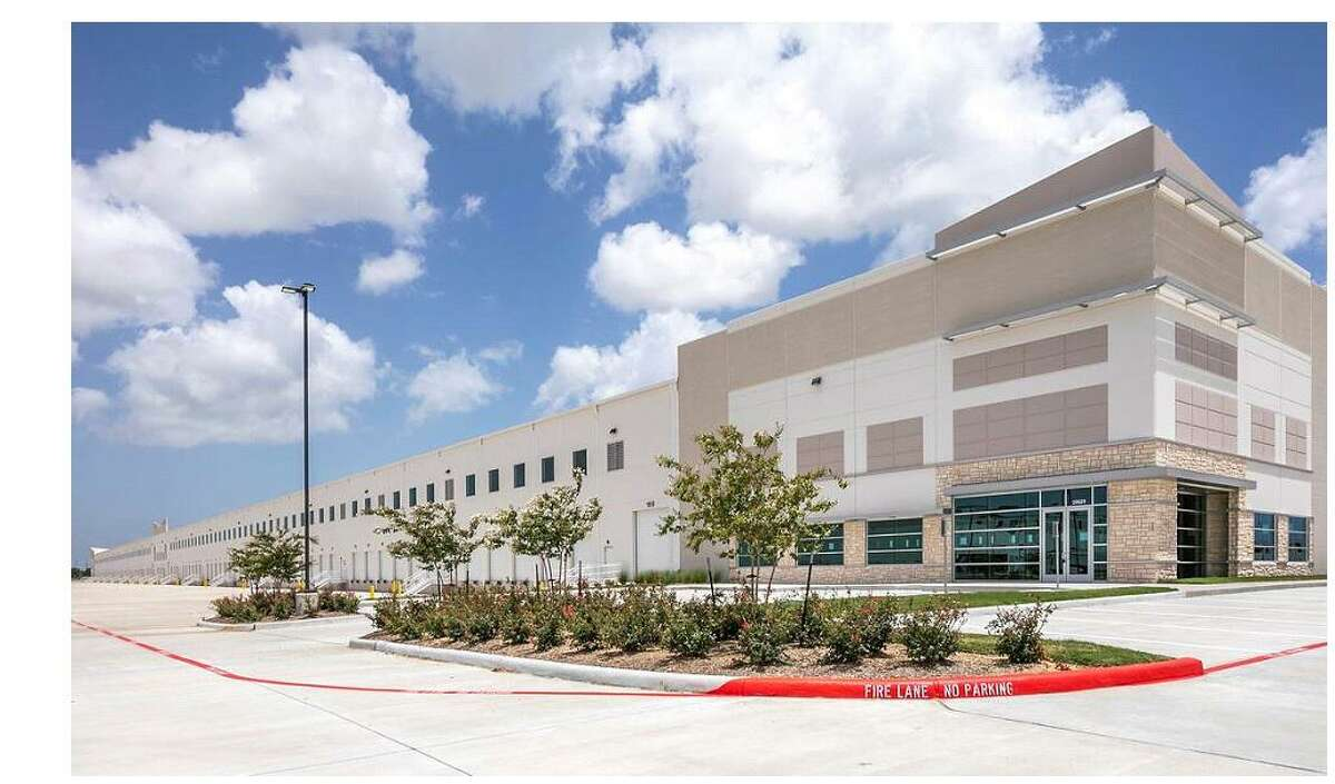 Dunavant Distribution Group expanded in the Bay Area Business Park with the lease of a 784,000-square-foot industrial building at 10629 Red Bluff Road in Pasadena. Colliers International represented the tenant, while Stream Realty Partners represented the landlord.