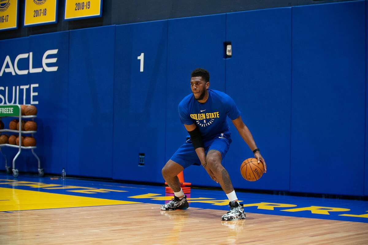 Golden State Warriors Forward Kevon Looney practices on the first day of training camp at the Chase Center practice facility in San Francisco, Calif. on Wednesday, December 3, 2020..