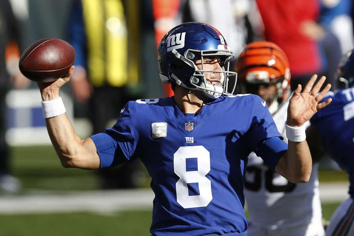 New York Giants quarterback Daniel Jones throws during the first half of NFL football game against the Cincinnati Bengals, Sunday, Nov. 29, 2020, in Cincinnati. (AP Photo/Aaron Doster)