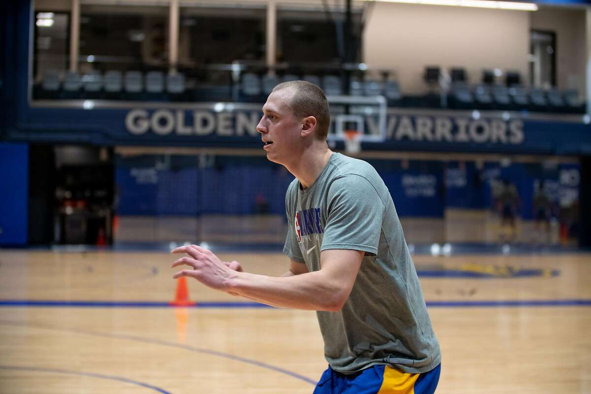 Golden State Warriors Forward Alen Smailagic practices at Chase Center in San Francisco, Calif. on Tuesday, December 8, 2020.
