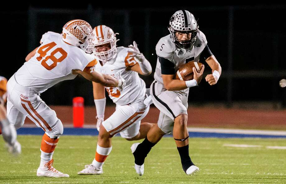 Freddy Villarreal and United South have advanced to the area round of the playoffs as San Antonio Harlan forfeited the first-round matchup due to COVID-19 protocols. Photo: Danny Zaragoza /Laredo Morning Times File