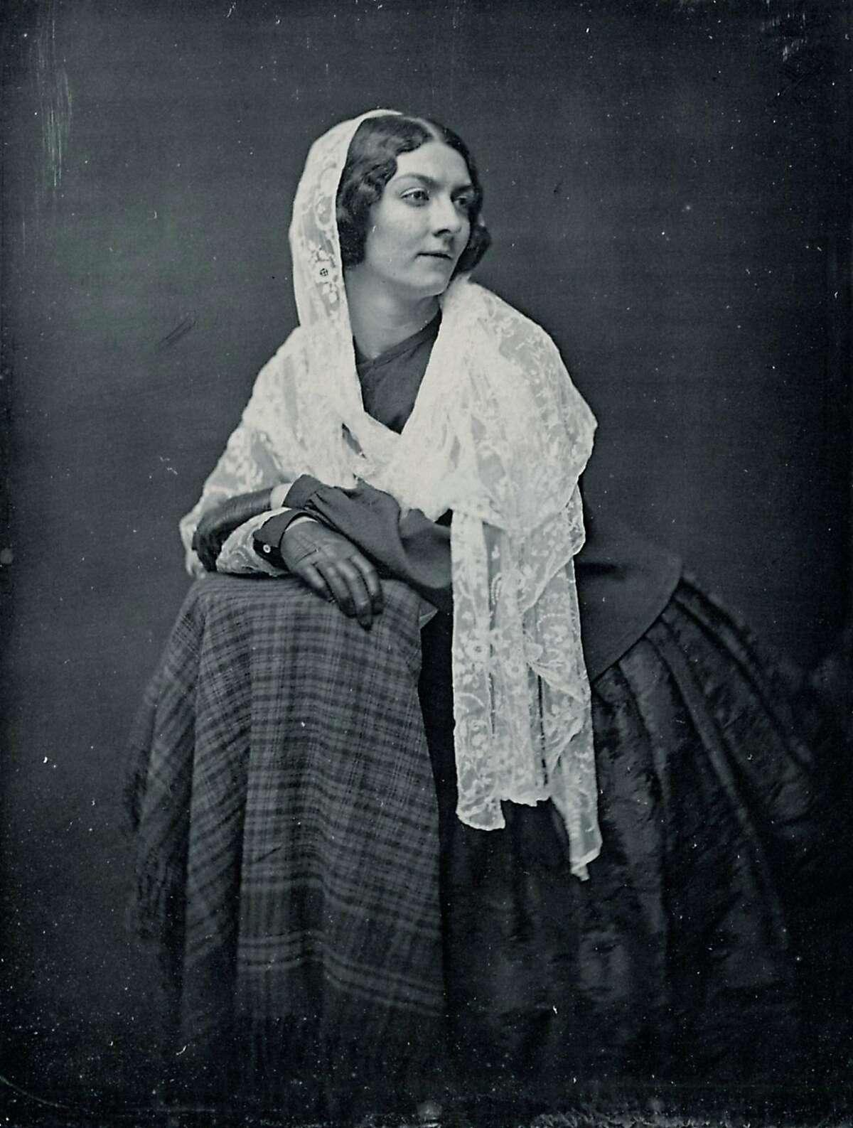 A daguerreotype of Lola Montez, taken in 1851. Montez took a young Lotta Crabtree under her wing and taught her song and dance routines.