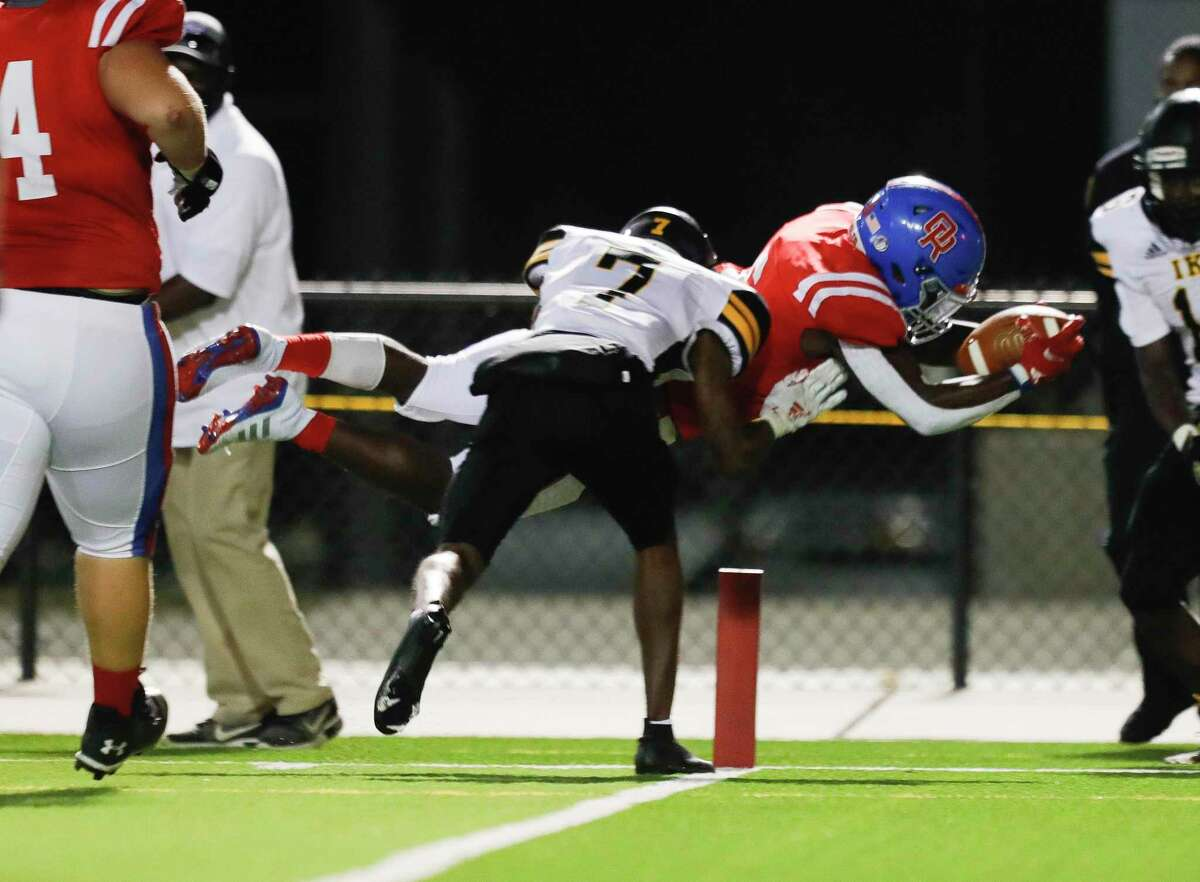 Oak Ridge wide receiver Jahron Jonas (6) leaps for a 7-yard touchdown during the fourth quarter of a Region II-6A bi-district high school playoff game at Woodforest Bank Stadium, Dec. 10, 2020, in Shenandoah.