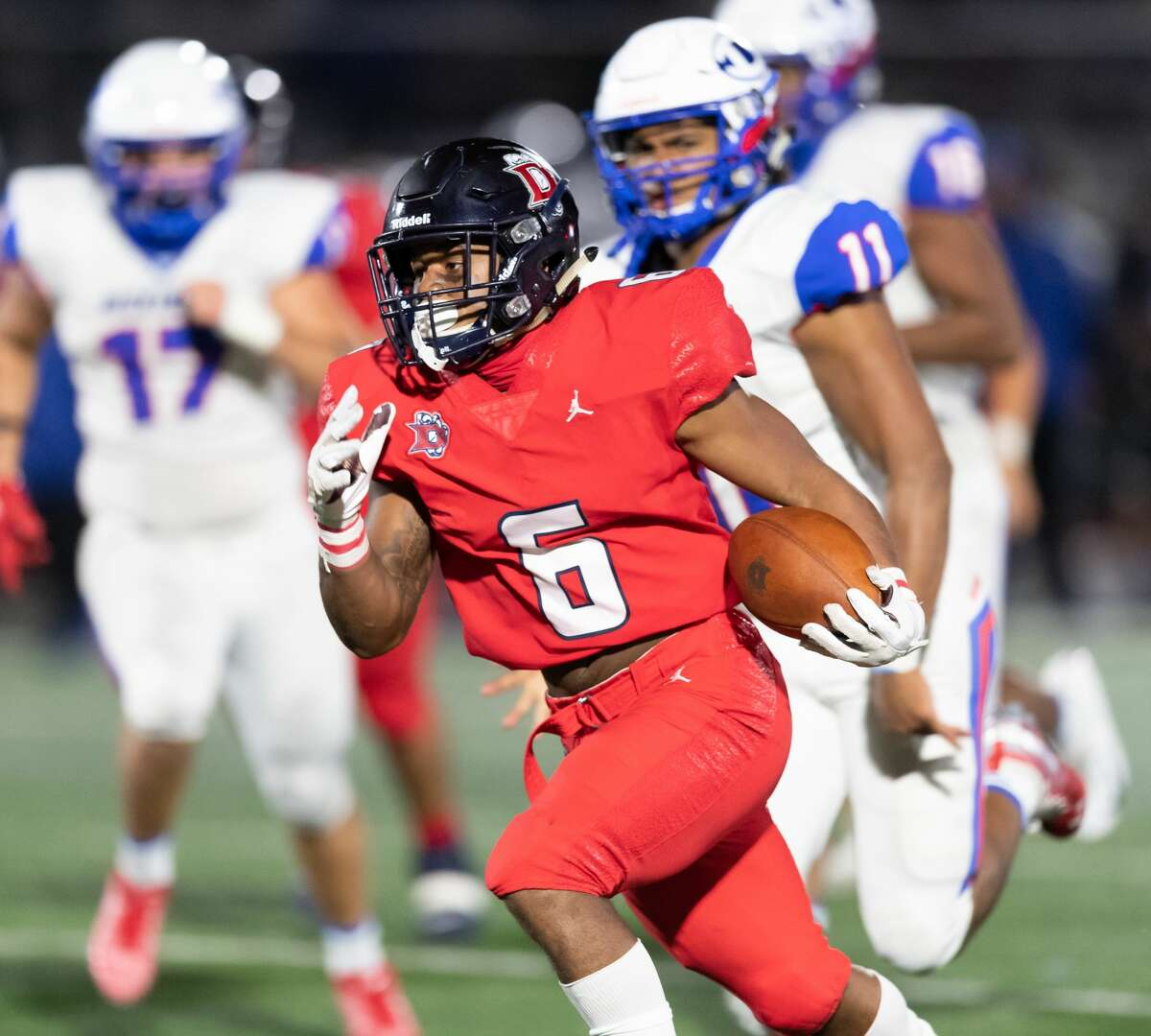 Torrance Burgess Jr. (6) and the undefeated Dawson Eagles face fellow undefeated North Shore on Thursday night.