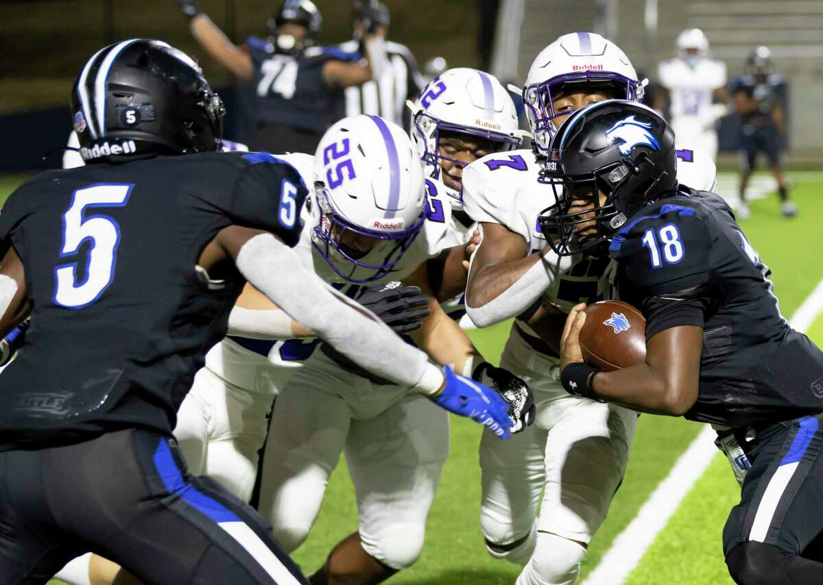 Dekaney quarterback Daelyn Williams (18) pushes through Willis's defense during the first quarter of a Region II-6A (Div. II) bi-district football game at Planet Ford Stadium in Spring.