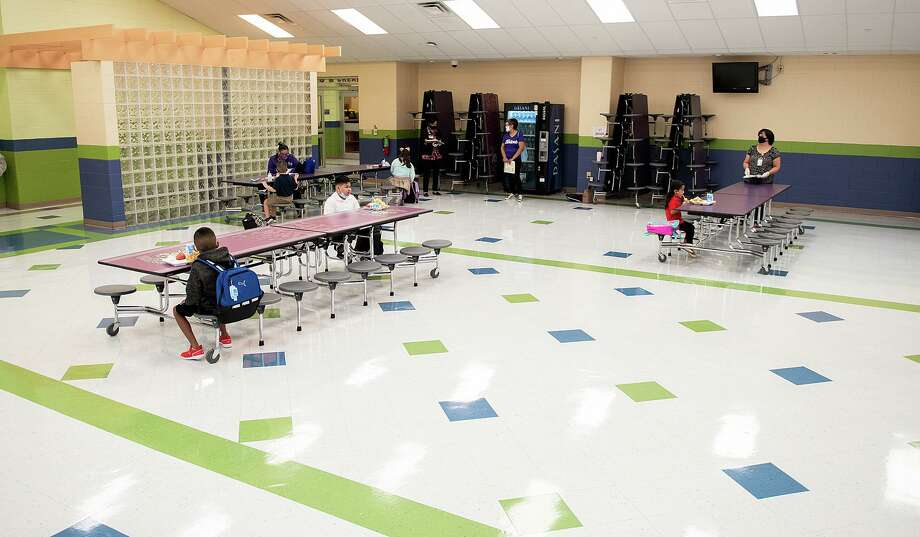 M.S. Ryan Elementary School students have breakfast before heading to their classrooms on Aug. 24. Photo: Danny Zaragoza / Laredo Morning Times File