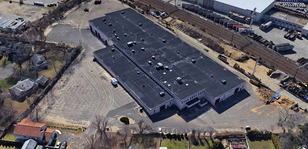 Beacon Roofing Supply Co., and Amphenol Nexus Technologies have signed leases totaling 76,000 square feet in the office-industrial complex at 316 Courtland Ave., in the Glenbrook section of Stamford, Conn.