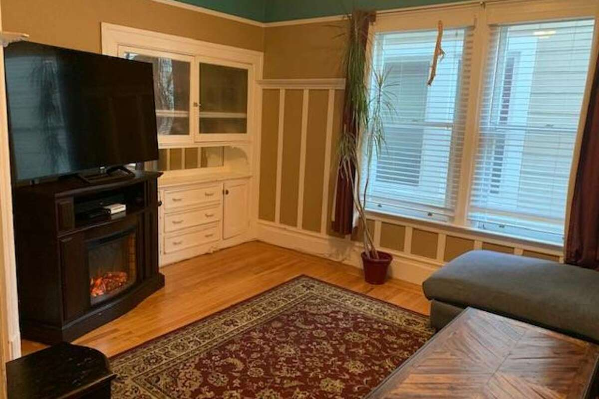 The Edwardian 2nd story flat is in lower Pacific Heights near Japantown. It's fully furnished, as the current tenant is going to be traveling and is looking for a sublease, according to the listing.