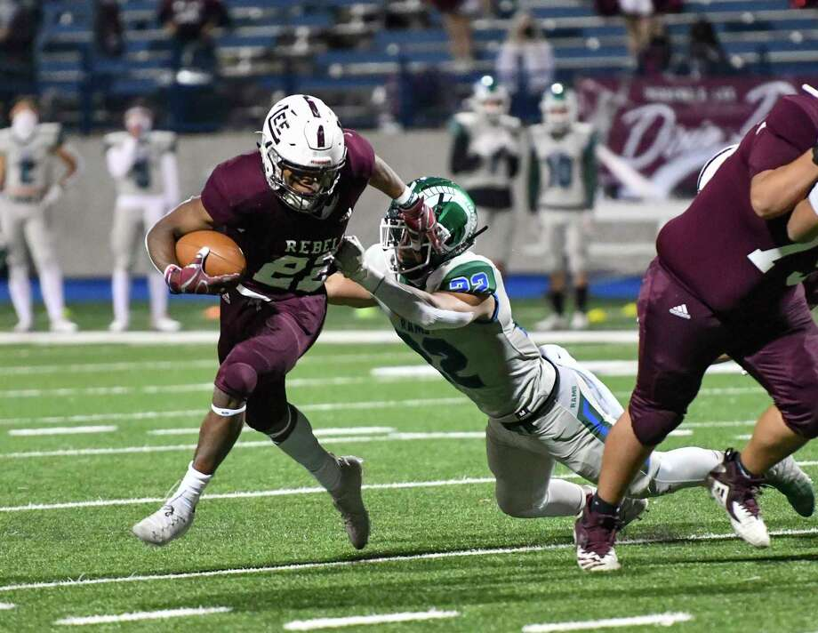 Lee's Makhilyn Young (22) attempts to evade Montwood's Matthew Enriquez (22) on Friday, Dec. 11, 2020  at Grande Communications Stadium.   Jacy Lewis/Reporter-Telegram Photo: Jacy Lewis/Reporter-Telegram
