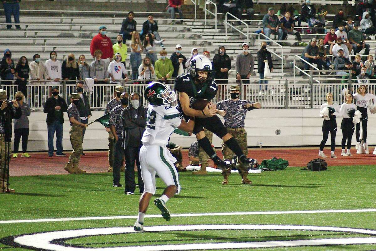 Clear Falls' Luke Vidal (17) pulls in a pass for a touchdown in front of Strake Jesuit's Lance Saizan (22) Friday, Dec. 11 at Challenger Columbia Stadium.