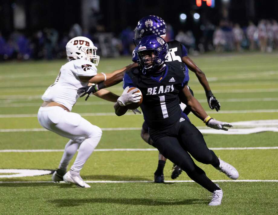 Montgomery running back Jalen Washington (1) is pursued by the Whitehouse defense during the first quarter of a Region III-5A (Div. II) bi-district game at MISD Stadium, Friday, Dec. 11, 2020, in Montgomery. Photo: Gustavo Huerta, Houston Chronicle / Staff Photographer / 2020 © Houston Chronicle