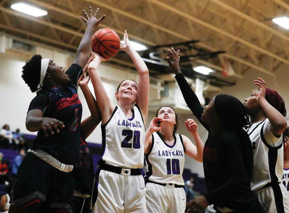 Willis center Kali Hooks (20) shoots after a rebound during the third quarter of a non-district high school girls basketball game at Willis High School, Saturday, Dec. 12, 2020, in Willis. Photo: Jason Fochtman, Houston Chronicle / Staff Photographer / 2020 © Houston Chronicle