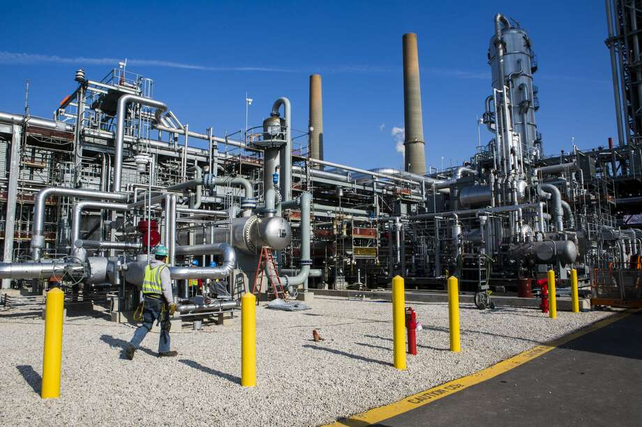 Mitsubishi Heavy Industries is taking lessons learned from its Petra Nova carbon capture facility in Fort Bend County as it focuses on carbon capture and utilization in the drive to a carbon-neutral world by 2050. Photo: Marie D. De Jesus/Houston Chronicle / © 2016 Houston Chronicle