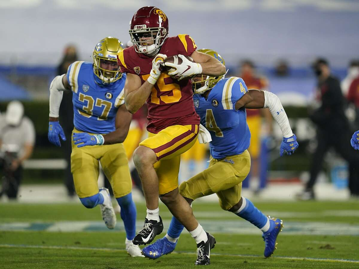 USC wide receiver Drake London runs to the end zone for a touchdown during the second quarter at the Rose Bowl.