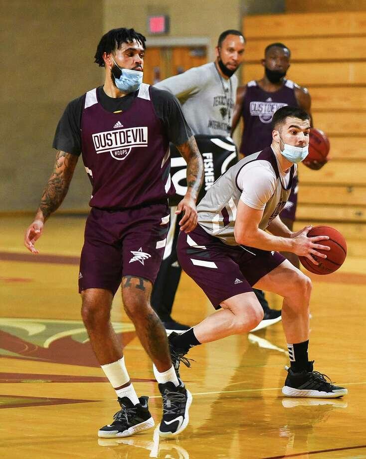 The TAMIU Men's Basketball Team practices Tuesday, Nov. 24, 2020, at the TAMIU Kinesiology Convocation Building. Photo: Danny Zaragoza, Staff Photographer / Laredo Morning Times