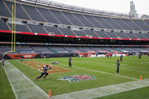 Houston Texans linebacker Jake Martin, lower left, warms up before an NFL football game against the Chicago Bears at Soldier Field Sunday, Dec. 13, 2020, in Chicago. Photo: Brett Coomer, Staff Photographer / © 2020 Houston Chronicle