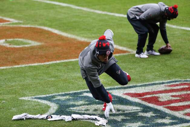 Houston Texans linebacker Jake Martin warms up before an NFL football game against the Chicago Bears at Soldier Field Sunday, Dec. 13, 2020, in Chicago. Photo: Brett Coomer, Staff Photographer / © 2020 Houston Chronicle