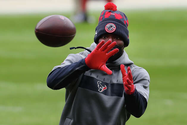 Houston Texans cornerback Keion Crossen warms up before an NFL football game against the Chicago Bears at Soldier Field Sunday, Dec. 13, 2020, in Chicago. Photo: Brett Coomer, Staff Photographer / © 2020 Houston Chronicle
