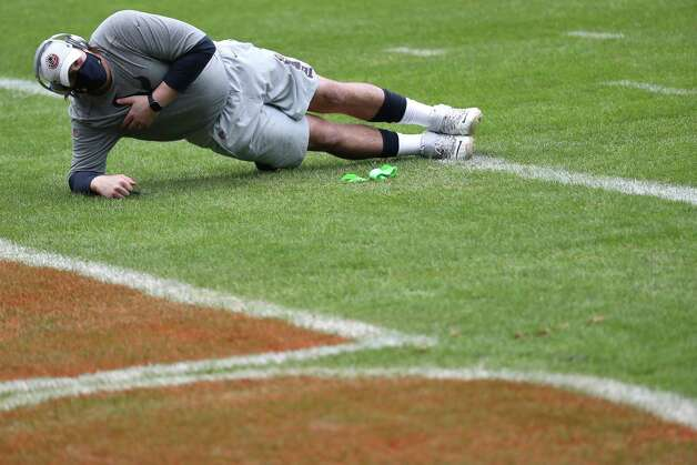 Houston Texans center Nick Martin warms up before an NFL football game against the Chicago Bears at Soldier Field Sunday, Dec. 13, 2020, in Chicago. Photo: Brett Coomer, Staff Photographer / © 2020 Houston Chronicle