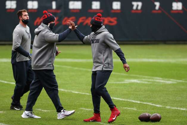 Houston Texans quarterback Deshaun Watson, right, high fives offensive coordinator Tim Kelly after warming up before an NFL football game against the Chicago Bears at Soldier Field Sunday, Dec. 13, 2020, in Chicago. Photo: Brett Coomer, Staff Photographer / © 2020 Houston Chronicle