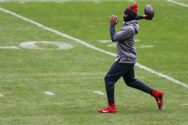 Houston Texans quarterback Deshaun Watson warms up before an NFL football game against the Chicago Bears at Soldier Field Sunday, Dec. 13, 2020, in Chicago. Photo: Brett Coomer, Staff Photographer / © 2020 Houston Chronicle