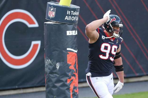 Houston Texans defensive end J.J. Watt warms up before an NFL football game against the Chicago Bears at Soldier Field Sunday, Dec. 13, 2020, in Chicago. Photo: Brett Coomer, Staff Photographer / © 2020 Houston Chronicle