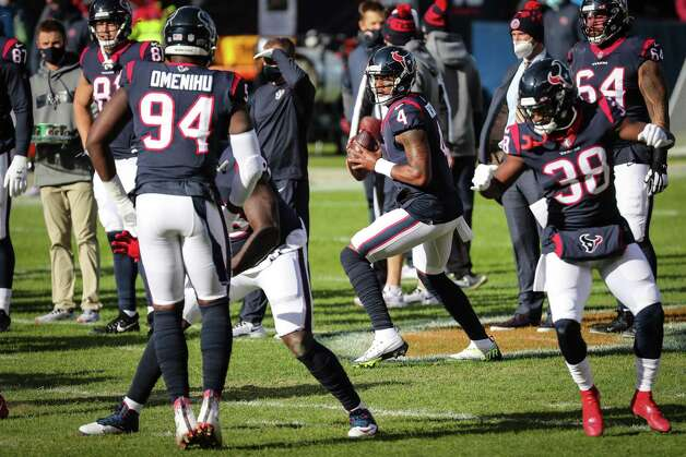 Houston Texans quarterback Deshaun Watson (4) drops back to pass with the offense while warming up before an NFL football game at Soldier Field Sunday, Dec. 13, 2020, in Chicago. Photo: Brett Coomer, Staff Photographer / © 2020 Houston Chronicle