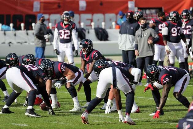 Houston Texans quarterback Deshaun Watson (4) lines up under center while warming up before an NFL football game at Soldier Field Sunday, Dec. 13, 2020, in Chicago. Photo: Brett Coomer, Staff Photographer / © 2020 Houston Chronicle
