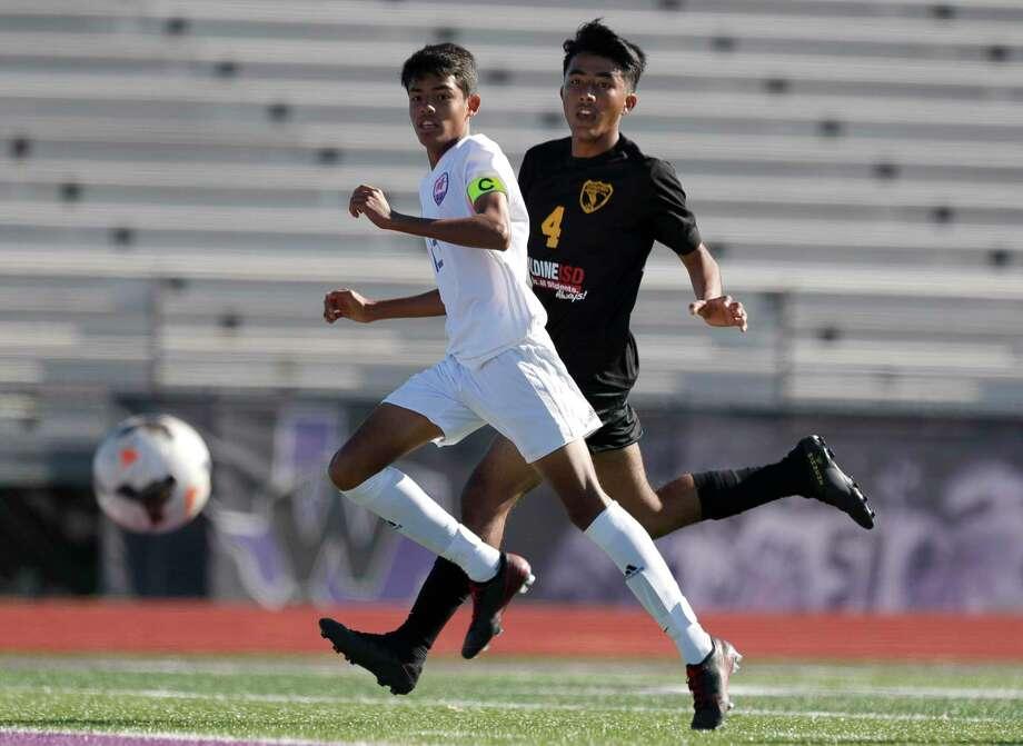 Oak Ridge's Jair Alvarez (13) is one of the top returning players for the War Eagles. Photo: Jason Fochtman, Houston Chronicle / Staff Photographer / Houston Chronicle © 2020