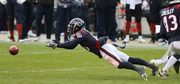 Houston Texans wide receiver Keke Coutee (16) fumbles on a kick return during the second half of an NFL football game against the Chicago Bears at Soldier Field Sunday, Dec. 13, 2020, in Chicago. The Bears recovered the fumble for a turnover. Photo: Brett Coomer/Staff Photographer / © 2020 Houston Chronicle