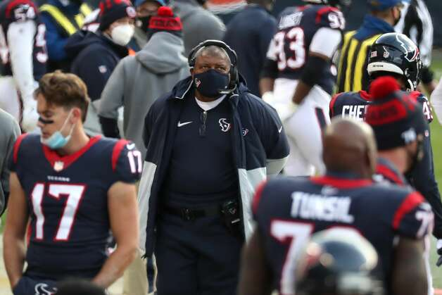 Houston Texans head coach Romeo Crennel walks along the sidelines during the second half of an NFL football game at Soldier Field Sunday, Dec. 13, 2020, in Chicago. Photo: Brett Coomer/Staff Photographer / © 2020 Houston Chronicle
