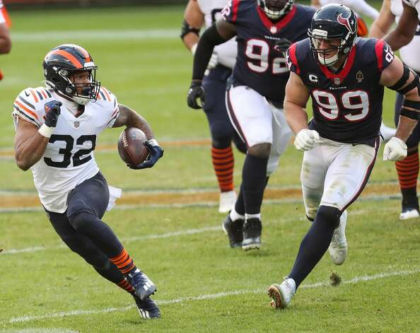 Chicago Bears running back David Montgomery (32) cuts away from Houston Texans defensive end J.J. Watt (99) during the second half of an NFL football game at Soldier Field Sunday, Dec. 13, 2020, in Chicago. Photo: Brett Coomer/Staff Photographer / © 2020 Houston Chronicle