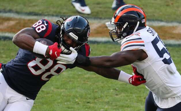 Houston Texans tight end Jordan Akins (88) is hit by Chicago Bears inside linebacker Roquan Smith (58) during the second half of an NFL football game at Soldier Field Sunday, Dec. 13, 2020, in Chicago. Photo: Brett Coomer/Staff Photographer / © 2020 Houston Chronicle