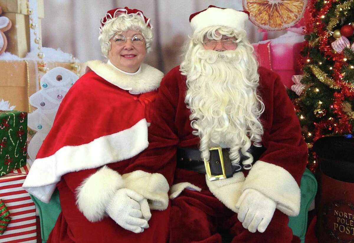 Santa and Mrs. Claus, with the help of their friends Dennis and Kat Sturtz of Pigeon, will host a special online Zoom meeting for kids in the Upper Thumb on Thursday, Dec. 17, so youngsters can tell them what they want for Christmas. (Courtesy Photo)