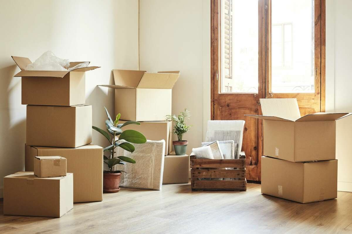 Are Seattleites 'temporarily' moving? New report suggests big city exodus may not be permanent Although rental prices in the city have declined nearly 20% since the start of the COVID-19 pandemic, there have been seemingly endless word-of-mouth tales about Seattleites leaving the city and flocking to the suburbs. However, new data from Apartment List is showing that the exodus from the urban core of Seattle and other major cities may only be temporary. The Renter Migration Report shows that interest in short-term leases nationwide has spiked since the onset of the pandemic in March, suggesting that those renters leaving expensive coastal metros might not be gone for good.