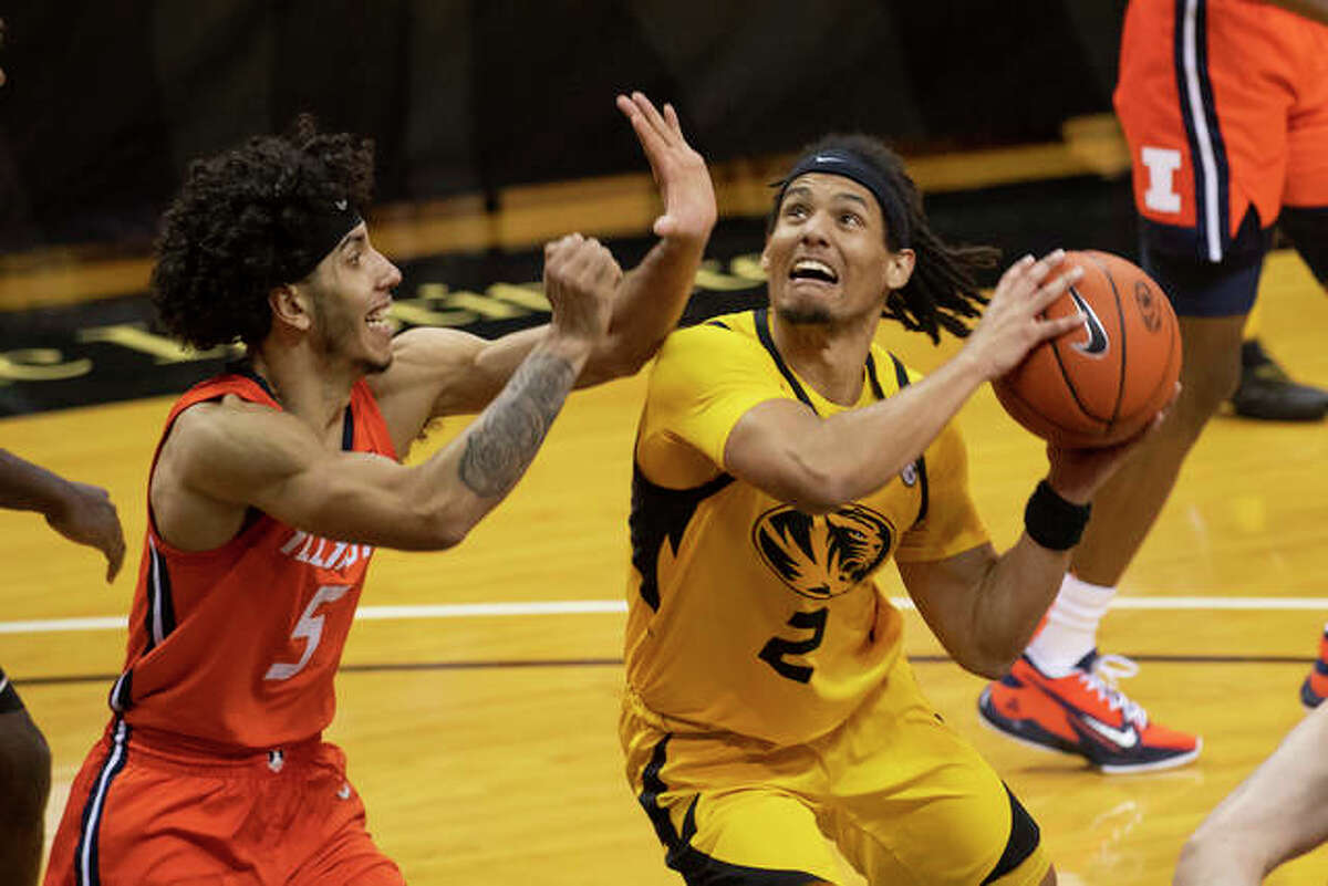 Missouri's Drew Buggs, right, looks for a shot past Illinois' Andre Curbelo during the second half of an NCAA college basketball game Saturday, Dec. 12, 2020, in Columbia, Mo.