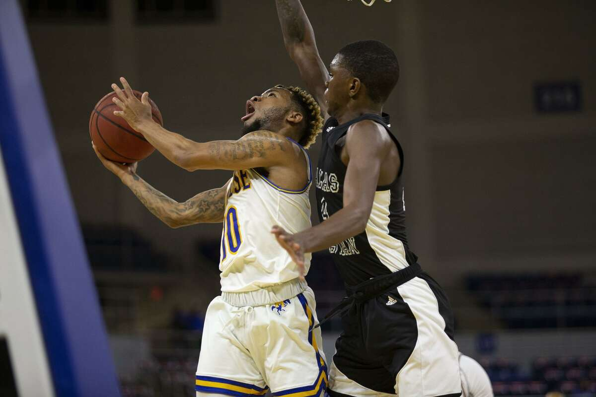 Silsbee grad and McNeese guard Braelon Bush drives to the basket.